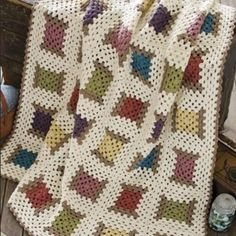 Transcendent Crochet a Solid Granny Square Ideas. Inconceivable Crochet a Solid Granny Square Ideas. Crochet Bedspread Pattern, Crochet Motif Patterns, Granny Square Crochet Pattern, Knitting Patterns, Crochet Squares, Crochet Granny, Free Crochet, Easy Crochet Blanket, Crochet Blankets