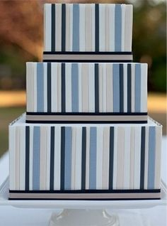 Square Vertical Striped Blue Wedding Cake | torta nuziale con le strisce blu