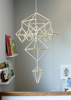 Get a little more complex and use the straws to make a mobile. 33 Clever And Unexpected Uses For Ikea Products Straw Art, Diy Straw, Straw Projects, Diy Projects To Try, 3d Art Projects, Drinking Straw Crafts, Make A Mobile, Mobile Art, Mobile Sculpture