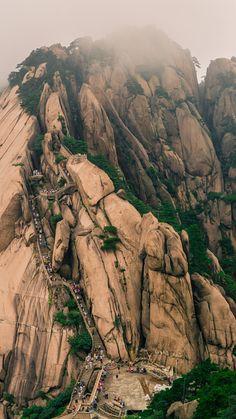Huangshan Giant stairway 1
