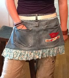 Items similar to blue jean shop girl apron on Etsy Jean Crafts, Denim Crafts, Jean Apron, Cute Aprons, Sewing Aprons, Aprons Vintage, Old Jeans, Denim And Lace, Recycled Denim