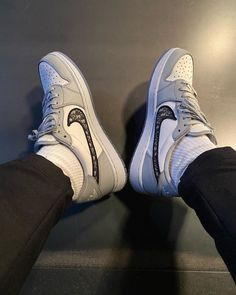 Dior Sneakers, Dior Shoes, Sneakers Fashion, Fashion Shoes, Sneakers Nike, Sneakers Women, Casual Sneakers, Shoes Women, Adidas Shoes