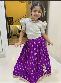 Kids Party Wear Dresses, Kids Dress Wear, Kids Gown, Little Girl Dresses, Girls Dresses, Kids Wear, Baby Girl Lehenga, Kids Lehenga, Girls Frock Design