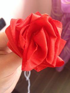 Rosa con nastro di stoffa
