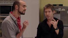 """Luego de reponerse del problema que afectó su psiquis, Juan (Adrián Suar) vivió un momento de introspección. El recuerdo de Aurora (Natalia Oreiro) lo entristece y comienza a cantar """"La llave"""" de Abel Pintos."""