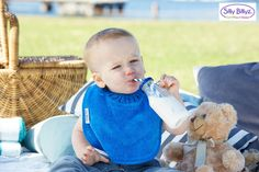Silly Billyz Towel bibs have a unique snuggle neck guard which stops food and liquid falling behind the bib to ensure that clothes stay clean and dry. #sillybillyz