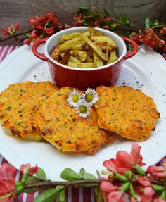 A healthy pleasure! Kohlrabi schnitzel with homemade fries Slow Cooker Shredded Chicken, Shredded Chicken Recipes, Beef Recipes, Dog Food Recipes, Vegetarian Recipes, Healthy Recipes, Vegetarian Kids, Kid Recipes, Heart Healthy Chicken Recipes