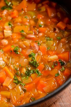 Syn Free Vegetable and Bean Stew - A perfect hearty filling dish to serve on a cold winter's day. Slimming World and Weight Watchers friendly Slimming Eats, Slimming World, Bean And Vegetable Soup, Bean Stew, Syn Free, Soups And Stews, Thai Red Curry, Dairy Free, Salsa