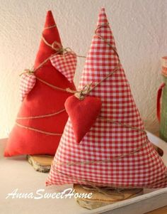 Christmas decoration, cute Christmas tree with hearts / christmas decoration, christmas tree with he Cute Christmas Tree, Rustic Christmas, Christmas Holidays, Christmas Ornaments, Christmas Projects, Holiday Crafts, Fabric Crafts, Sewing Crafts, Crochet Christmas Decorations