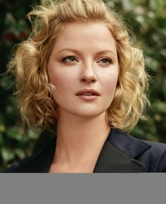Gretchen Mol Short Curly Hair Haircuts For Wavy Blonde
