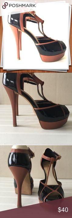 """💕Jessica Simpson's Block Style Heels 💕Jessica Simpson's Block Style Heels  Size 7      4 1/2 """" heels true to size. 🔴very comfortable🔴 Block colors: black white with tan trim Brand new condition. Only tried on the shoes in the store.  ✴️Awesome shoes are practically new & worth the fashion investment👠 you will ❤️ them lots of compliments ✴️ Jessica Simpson Shoes Heels"""