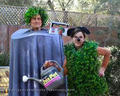 Funny Chia Head and Chia Pet Costume for a Couple Most Creative Halloween Costumes, Funny Couple Halloween Costumes, Halloween Crafts For Toddlers, Homemade Halloween Costumes, Pet Costumes, Halloween Kostüm, Chia Pet, Halloween Inflatables, Costume Contest