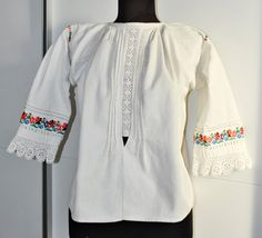Vintage Romanian blouse / Transylvanian hand by Medreana on Etsy