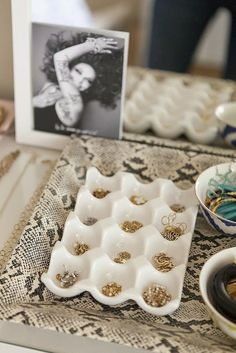 Ceramic egg crates for earrings – genius! Could use regular egg carton spray painted gold Dresser Organization, Jewelry Organization, Organization Hacks, Organizing Ideas, Earring Storage, Jewellery Storage, Jewellery Display, Jewelry Drawer, Jewelry Tray