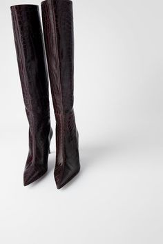 Leather heeled boots available in different colours: burgundy and snakeskin print. Leather upper with animal print. Lined stiletto heel. Pointed Toe Heels, Stiletto Heels, Bordeaux, Leather Heeled Boots, Zara New, Zara Fashion, Zara Shoes, Zara Women, Autumn Winter Fashion