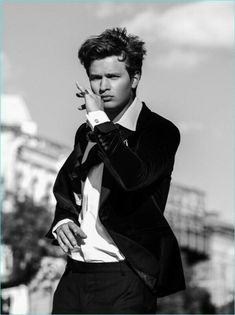 Ansel Elgort takes New York by storm as he stars in a new dapper story. The American actor covers the July/August 2017 issue of Gentleman& Journal. While he& no stranger to outlandish styles, Elgort opts James Thomas, Theo James, Thomas Brodie, Celebrity Outfits, Celebrity Crush, Boy Celebrities, Celebs, Taking New York, Divergent Funny