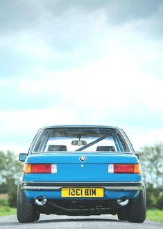 Bmw India, Bmw Old, Carros Bmw, Bmw Engines, Bmw Vintage, Bmw 323i, Bmw Wallpapers, Bmw Alpina, Bmw Classic Cars