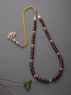 Pearl jewelry for saree beadwork – ruby jewelry Pearl Necklace Designs, Jewelry Design Earrings, Gold Earrings Designs, Ruby Jewelry, Gold Jewellery Design, Bead Jewellery, Gold Necklace, Jewelry Necklaces, Pearl Necklace Vintage