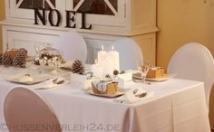 Tischdekoration mit Zapfen, NOEL Holzschritzug, Tischdecken, Servietten, Hussen, Zapfen und vielen Kerzen