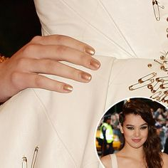 Hailee Steinfeld's gold polish #nails #MetGala