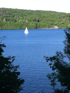 Lake Wallenpaupack in the #PoconoMtns has endless water recreation including boating, sailing, kayaking, water skiing, jet skiing, and more!
