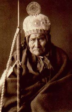 Geronimo (Apache) by Edward Curtis (Navajo) great warrier Native American Photos, Native American Tribes, Native American History, American Indians, Native Americans, Edward Curtis, Berber, Native Indian, Apache Indian