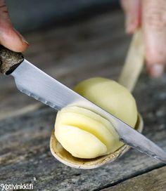 Hasselbackan perunat | Kotivinkki vinkki leikkaamiseen: kauhan päällä.
