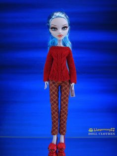 I like these style of doll clothes.  Wish I could knit them for Desi's Monster High dolls.