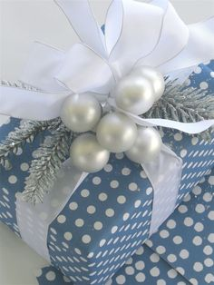 Pretty for Hanukkah Design | Carolyne Roehm <3 Gift Wrapping Ideas