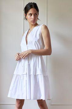 Model 1 - Veronica Dress - White - 10/42