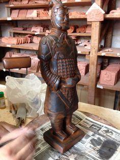 Pintura sobre ziña Sculpture, Samurai, Ale, Combat Boots, Buddha, Pottery, Statue, Ideas Para, Crafty