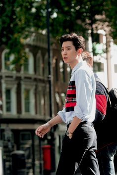 "baekhyunsama: ""Chanyeol in London. Kris Wu, Luhan And Kris, Baekhyun Chanyeol, Chansoo, Chanbaek, Chen, Rapper, Kpop Exo, Exo Members"