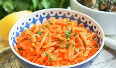 This Moroccan raw carrot salad takes only a few minutes to make, has a short list of ingredients and is packed with flavor. Perfect as part of lunch, mezze. Moroccan Salad, Moroccan Dishes, Curry Side Dishes, Easy Salads To Make, Carrot Dishes, Moroccan Carrots, Marinated Lamb, Different Salads, Carrot Salad Recipes