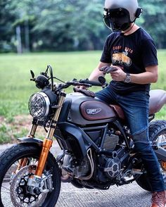 oldsoulsandironPhoto and bike courtesy of @moto_banker :: Bike - Ducati Scrambler ::
