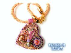 collana in tessitura di perline miuky, con ciondolo a forma di cuore, realizzato con tecnica embroidery e seta shibory. rivoli swarovsky , cipollotti, perline in vetro, perline miuky e perla di fiume