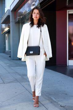 traje blanco con chaqueta