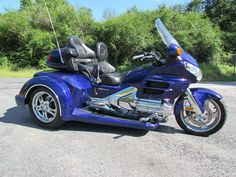 THE BIKE ITSELF IS A VERY NICE 2002 HONDA GOLDWING GL1800 WITH ONLY 32,410 MILES. IT IS ILLUSION BLUE IN COLOR AND LOOKS BEAUTIFUL! PLEASE CALL / TEXT 484-372-0541