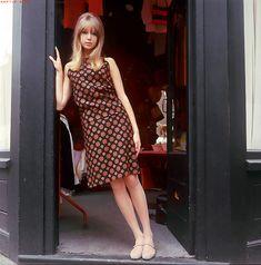 Patti Boyd Patti Boyd's enchanting modish style, flippy hair, and endless legs… 60s Fashion Trends, 60s And 70s Fashion, Mod Fashion, London Fashion, Fashion Models, Fashion Beauty, Girl Fashion, Vintage Fashion, 1960s Fashion Women