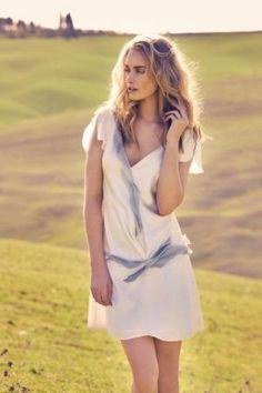 Robe de mariée courte modèle Adonis par Amarildine, disponible en taille 38, 40 et 42 au showroom de Juliette se Marie.. #robe #mariage #conceptstore #Aixenprovence