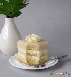 Amandine albe de cofetarie Vanilla Cake, Fondant, Meal Planning, Panna Cotta, Dips, Deserts, Sweets, Meals, Ethnic Recipes