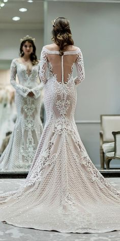 Mermaid Wedding Dresses - Planning to make a wedding party in Gatsby style? First of all you must prepared amazing vintage wedding dresses. In such a dresses you will look. Fall Wedding Dresses, Princess Wedding Dresses, Bridal Dresses, Wedding Gowns, Lace Wedding, Trendy Wedding, Backless Wedding, Summer Wedding, Wedding Ceremony
