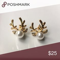 🎄 Xmas Special 🎄Reindeer Pearl Earrings Beautiful & Ready to Start this Autumn/ Winter Season 🍁❄️. Faux Pearl & Australian Crystals put together with Gold Plated Alloy Metals. Perfect to Pair up with Matching Necklace 😀 WILA Jewelry Earrings