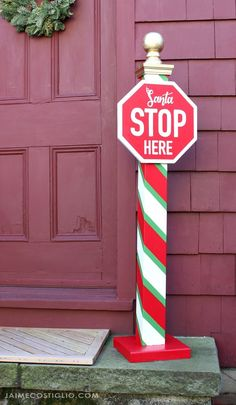 A DIY tutorial to build a Santa stop here sign post perfect for your exterior space. Diy Christmas Yard Signs, Christmas Wishes, Rustic Christmas, Winter Christmas, Christmas Time, Christmas Decorations, Santa Stop Here Sign, Christmas Crafts, Christmas Ornaments