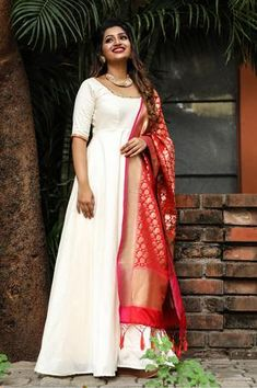 Casual Indian Fashion, Indian Fashion Dresses, Indian Designer Outfits, Party Wear Indian Dresses, Dress Indian Style, Kurti Designs Party Wear, Salwar Designs, Anarkali Dress Pattern, White Anarkali