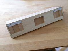 こちらが棚の裏側。ピンを挿したら、このくぼみにひっかければ、それだけで設置はOKです。