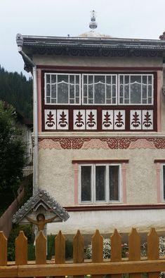 Te încarci de frumos în Ciocănești, satul bucovinean unde casele sunt încondeiate | Adela Pârvu - Interior design blogger Romania, Traditional, Case, Interior, Houses, Design, Homes, Indoor