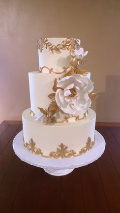 Beautiful gold elements. Oversized sugar flower www.confectionerydesigns.net