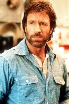 """Chuck Norris wird 75 - Eine Auswahl der besten Chuck-Norris-Witze: """"Chuck Norris hat das tote Meer erschossen."""" Mehr dazu hier: http://www.nachrichten.at/nachrichten/kultur/Karateheld-und-Witzfigur-Chuck-Norris-wird-75;art16,1686148 (Bild: Reuters)"""