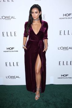 Shay Mitchell – 2016 ELLE Women in Hollywood Awards in Los Angeles, Shay Mitchell Style, Outfits and Clothes. Estilo Shay Mitchell, Shay Mitchell Style, Celebrity Red Carpet, Celebrity Style, Sexy Dresses, Beautiful Dresses, Evening Dresses, Hot Brunette, L'oréal Paris
