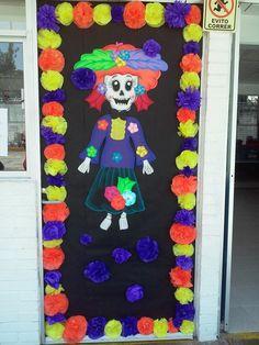 Puerta decorada de día de muertos